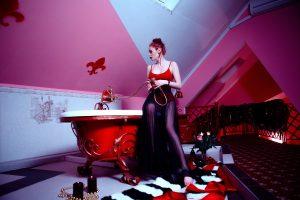 łazienka w kolorze czerwonym